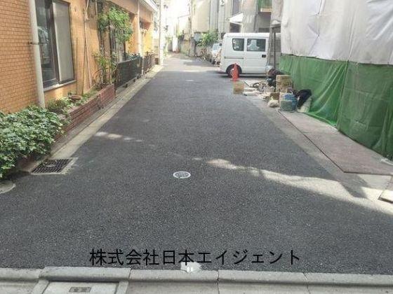 <br />前面道路。