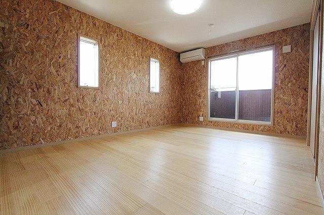 【その他部屋・スペース】<br />2Fの室内。洋室10.2帖。