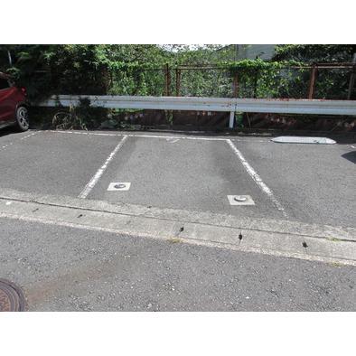 <br />駐車場スペース