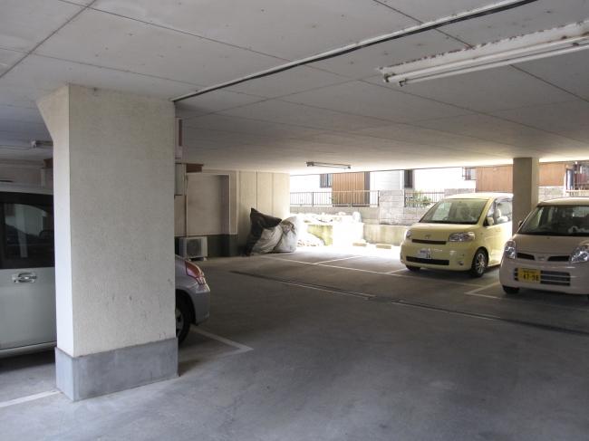 【建物外観】<br />1F・車庫