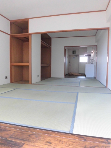【居室・リビング】<br />2019.8月、天井・壁・床張替済!