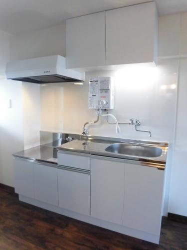 【キッチン】<br />白を基調とした使いやすいキッチン!