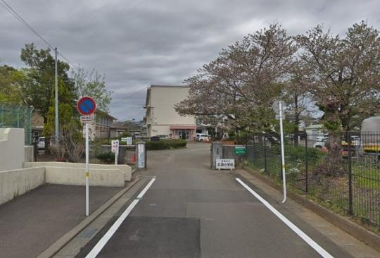 <br />宮崎市立広瀬小学校:527m