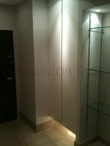 【玄関】<br />現在の賃借人様が使用開始される前の室内画像です。