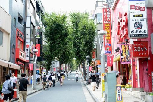 <br />神楽坂商店街です